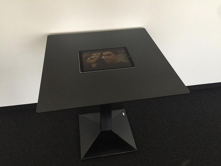 multimedia-table-ipad-tisch