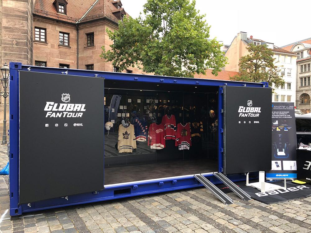 Seecontainer umgebaut als Umkleidekabine Eishockey Museum
