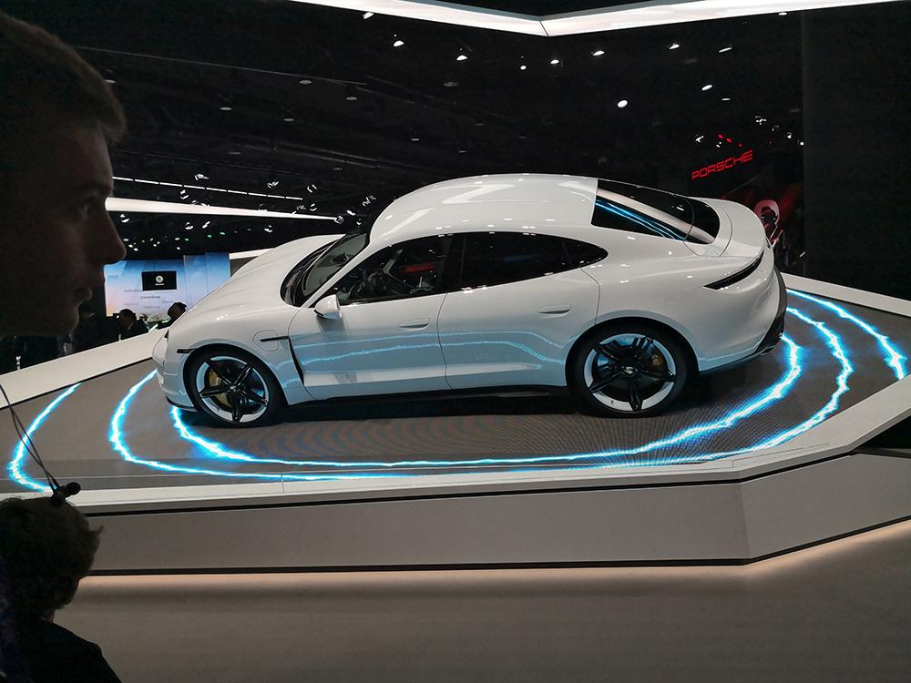 Porsche auf einem Messestand. IAA bald in München zuhause?