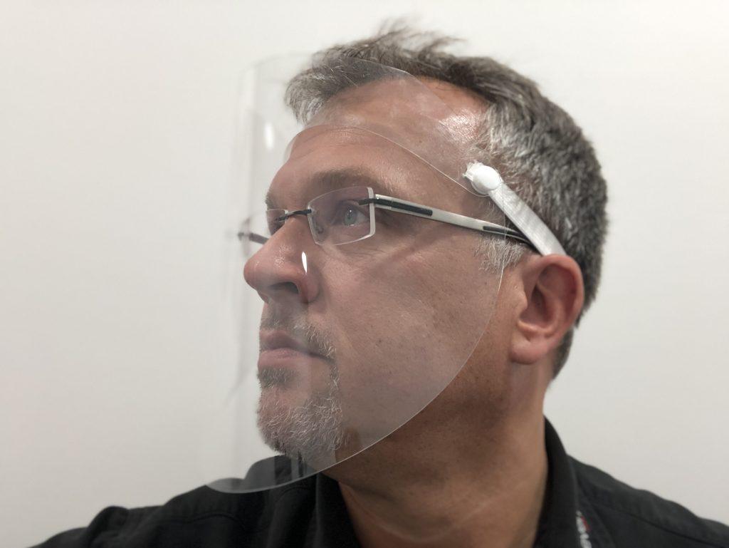 leichtes Folien Visier für das Gesicht von takeCare - aufklappbar mit Gummiband