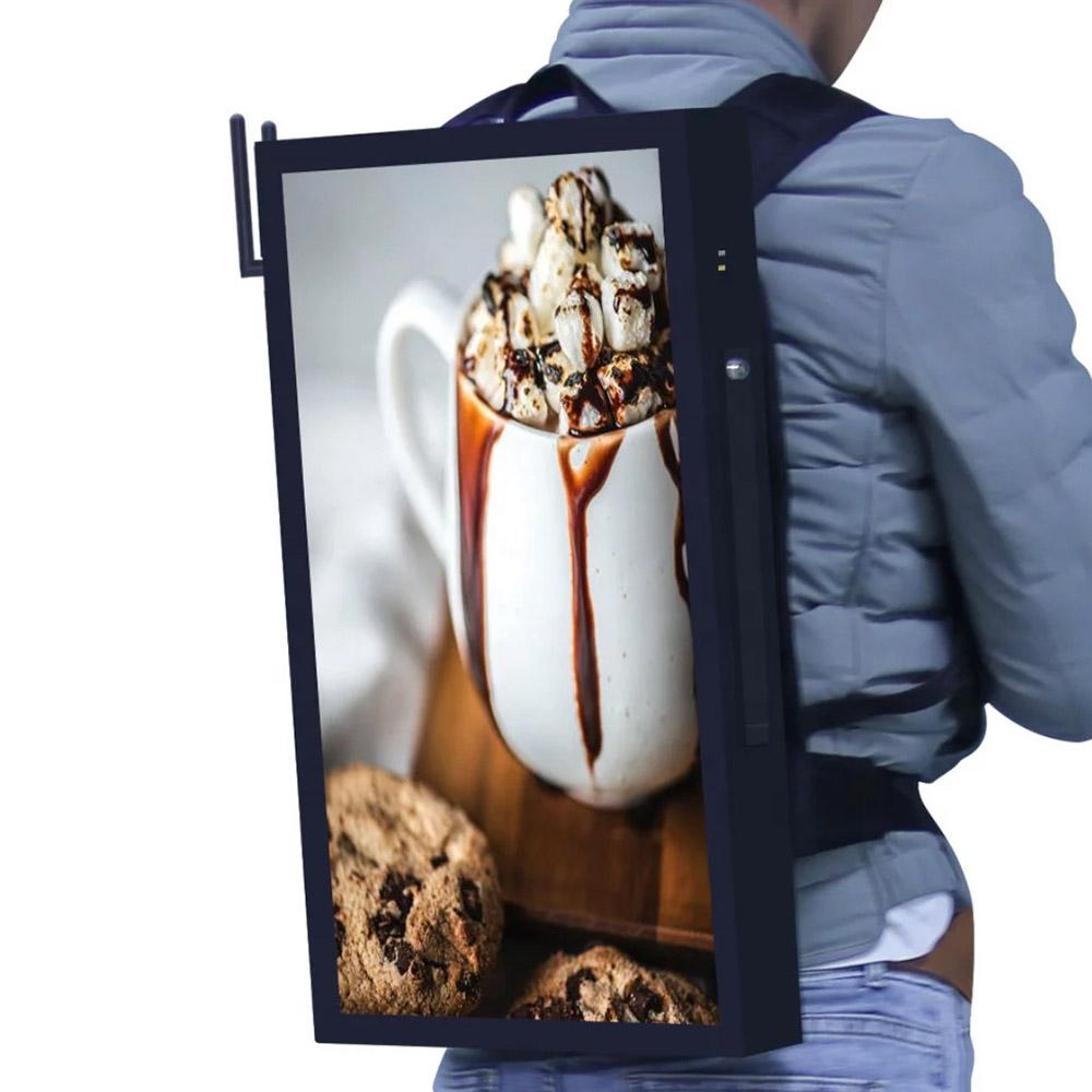 Rucksack mit Monitor Bildschirm Display als Werbeläufer Reklame Werbung