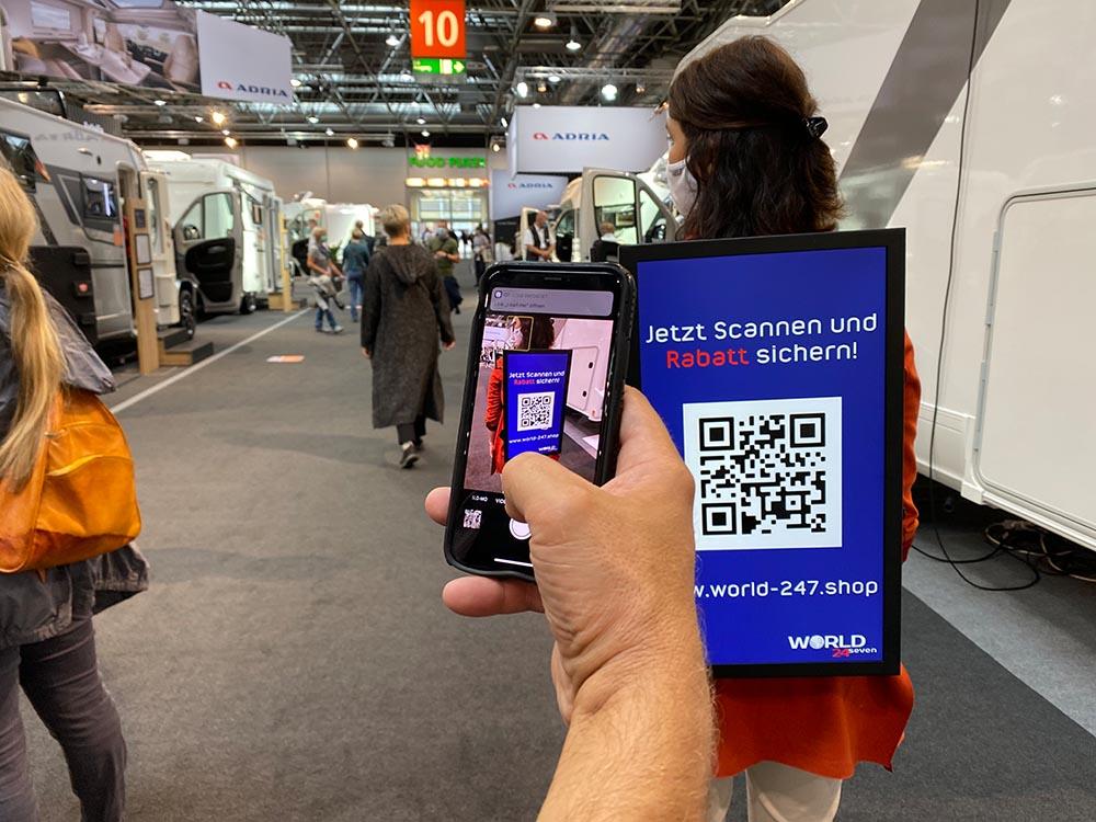 QR Code scannen Bildschirm Rucksack leadrunners